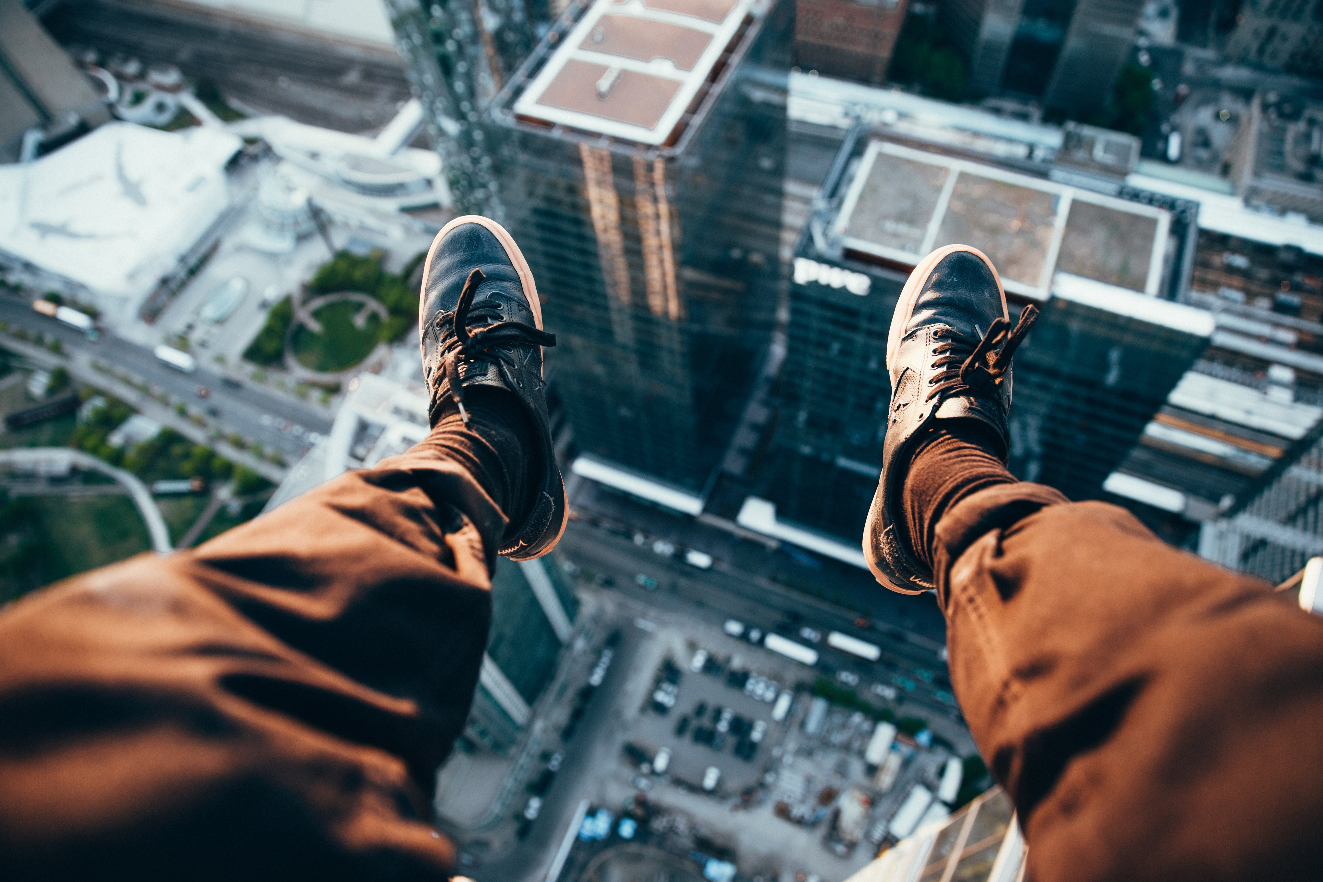 rooftopper-looking-down_Photo by Brodie Vissers from Burst